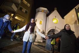 The human chain around the Oslo Synagogue