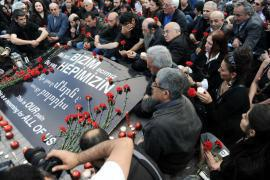 People mourning the victims of the Armenian genocide