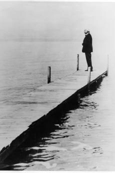 Toscanini on the shore of the Dead Sea