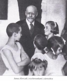 Janusz Korczak and some of his children