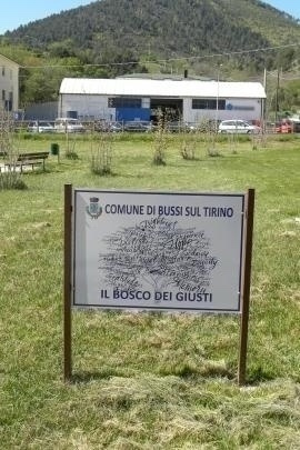 "The plaque at the entrance to the ""Bosco dei Giusti"""