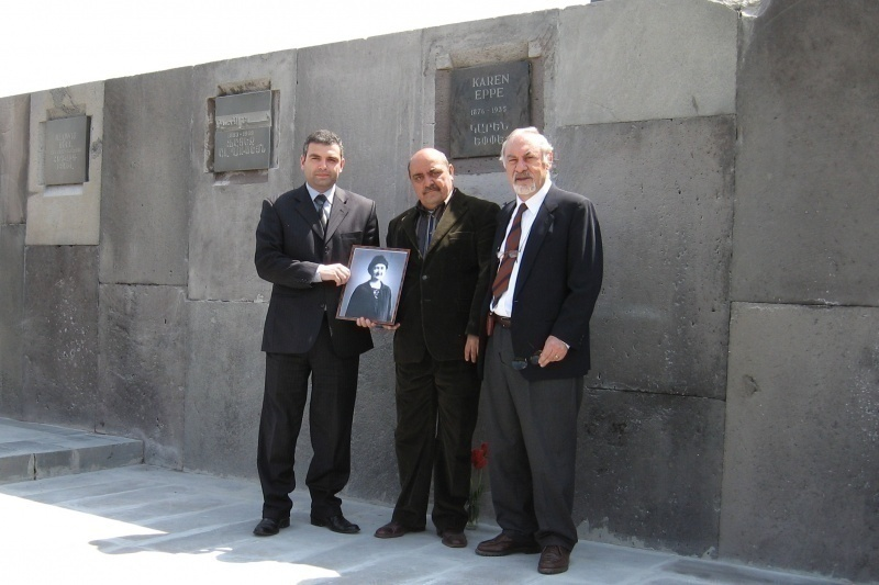 Pietro Kuciukian (right) during the ceremony for Karen Jeppe at the Wall of Remembrance, 2007