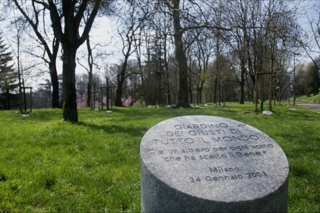 Let's look at the earth from a drone to counter the culture of the enemy