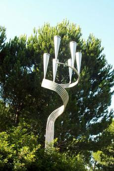 Menorah in Yad Vashem (picture by Boaz Gabriel Canhoto)