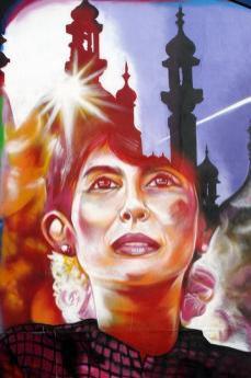 Aung San Suu Kyi portraited on un murales a Brighton (Photo by Duncan)