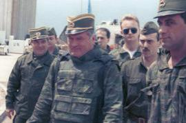Former bosnian-serbian commander Ratko Mladic with his soldiers in Sarajevo in 1993 (photo by Wikicommons, user Evstafiev Mikhail)