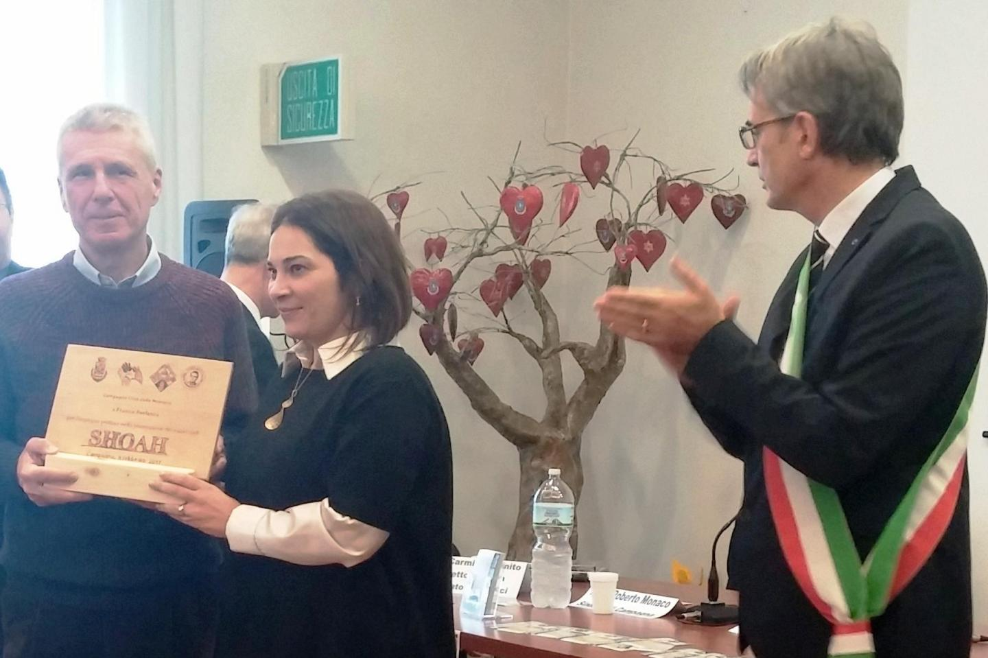 The cerimony. From the left: Franco Perlasca, Professor Rossella De Luca and the Mayor of Campagna Roberto Monaco.