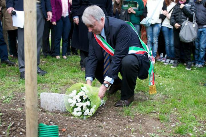 The Mayor lays flower on Claire Ly's stone