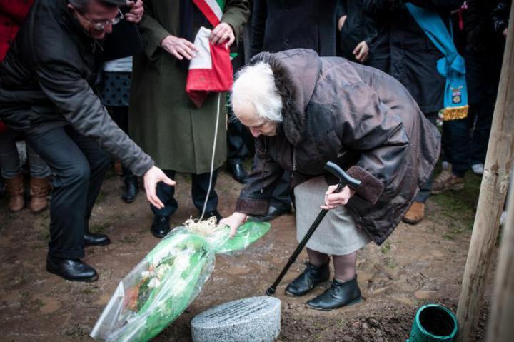 Kaludka Ziradzhieva unveils the memorial stone dedicated to her uncle Dimitar Peshev