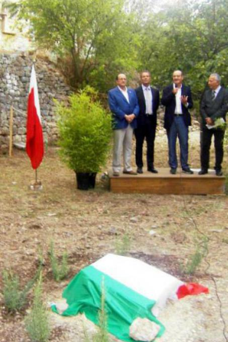 Gabriele Nissim with the authorities before unveiling the memorial stone