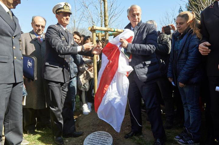 Mayor Pisapia unveils stone for Coast Ward