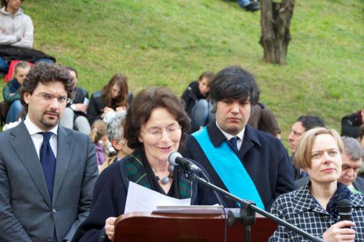 Paula Sawicka, Edelman collaborator