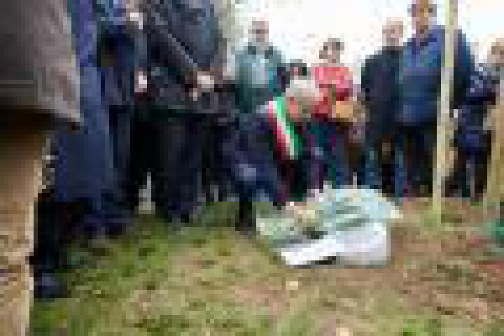 Mayor Pisapia lays wreath on Khaled al-Asaad's stone