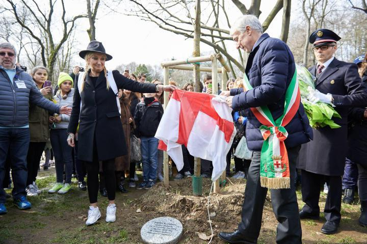 Unveiling the stone for Sonita Alizadeh