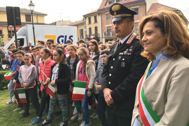 On the right: the mayor of Noviglio Nadia Verduci
