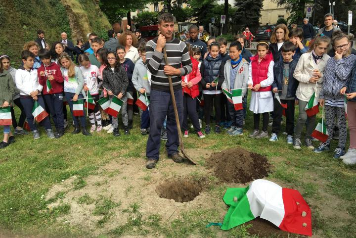 The planting of the oak in honour of Doctor Andrea Loriga