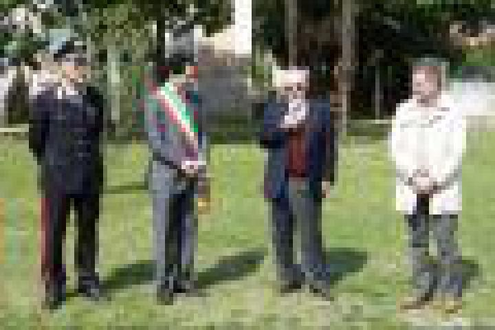 From the right: Vicecommander of the Carabinieri Giorgio Dalrì, city councillor Stefano Miori, honorary consul of Armenia Pietro Kuciukian and school principal Maurizio Caproni