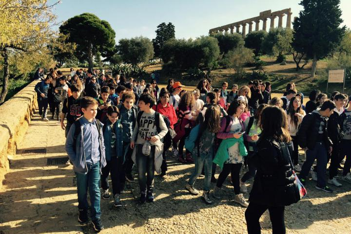 Students at the Valle dei Templi