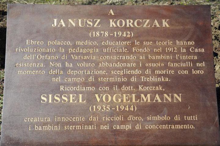 The plaque in honor of Janusz Korczak