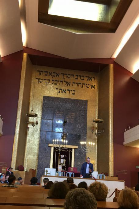 Gabriele Nissim inaugurates the ceremony at the Synagogue