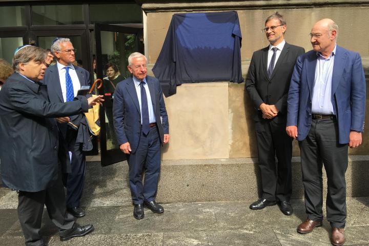 Gabriele Nissim, Olivier Brochet, Agopik Manukian and Roberto Jarach unveiling the plaque