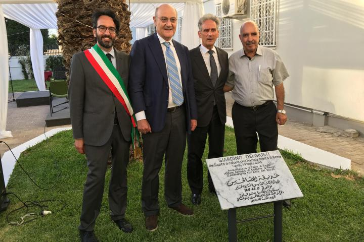 The President of Milan City Council Lamberto Bertolè, Gabriele Nissim, Raimondo De Cadorna and the Nobel Prize Abdessatar Ben Moussa
