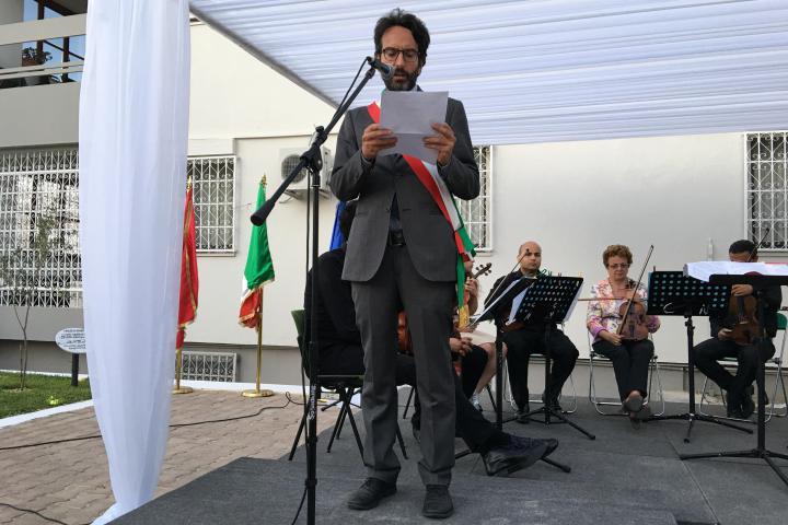 Lamberto Bertolè reads the message of the Faraaz Hussein' mother