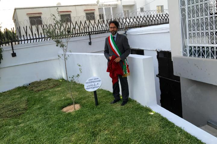 Lamberto Bertolè unveils the memorial stone devoted to Faraaz Hussein