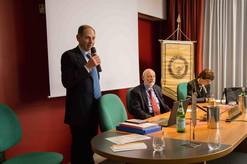 From the left: Sandro Marianella, Chairman Clarus Club Legnago, doctor Bruno Carmi, Chairman of the Jewish community of Verona and Vicenza, and researcher Margherita Ferrari