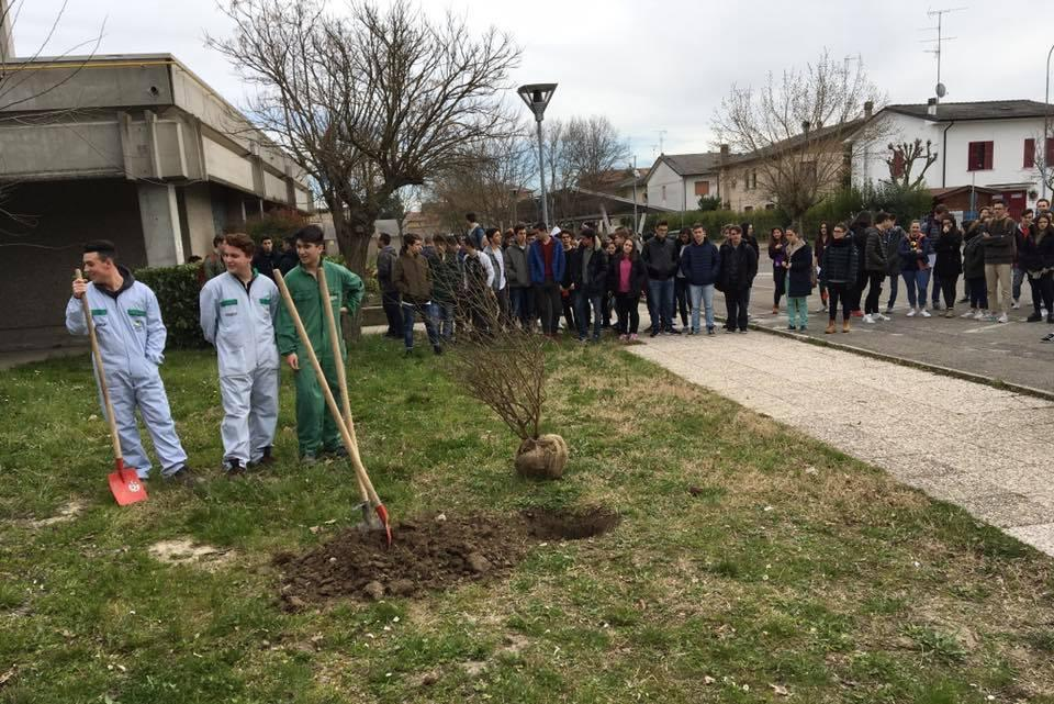 Students of TI Calvi and high school Morandi in the Garden of Finale Emilia