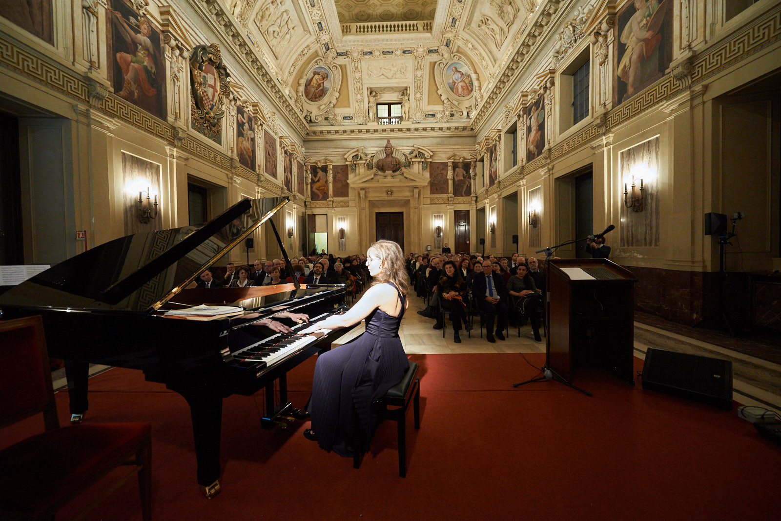 the concert at Palazzo Marino dedicated to the Righteous. In the picture, the pianist Ani Martirosyan
