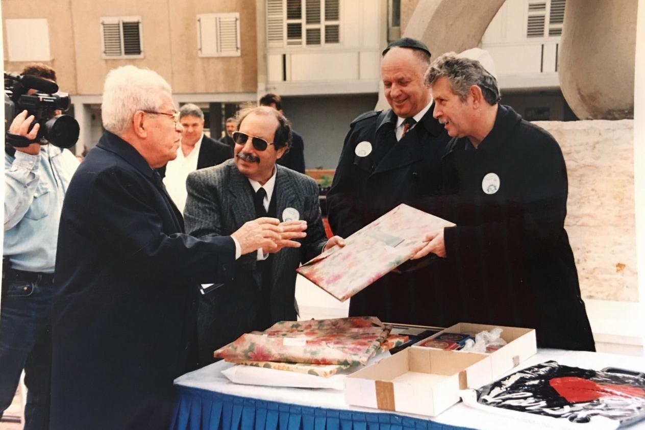 Moshe in Ashdod, honoured for having bring home some jewish children from the north of Africa