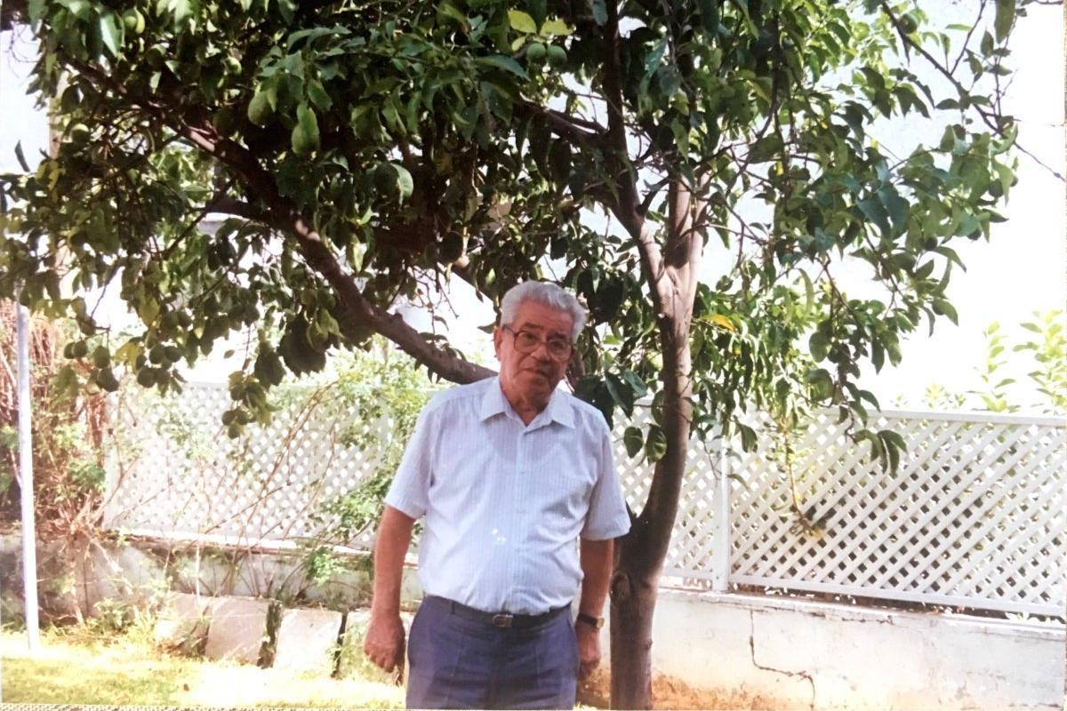 Moshe in his garden with the lemon tree planted by Oskar Schindler