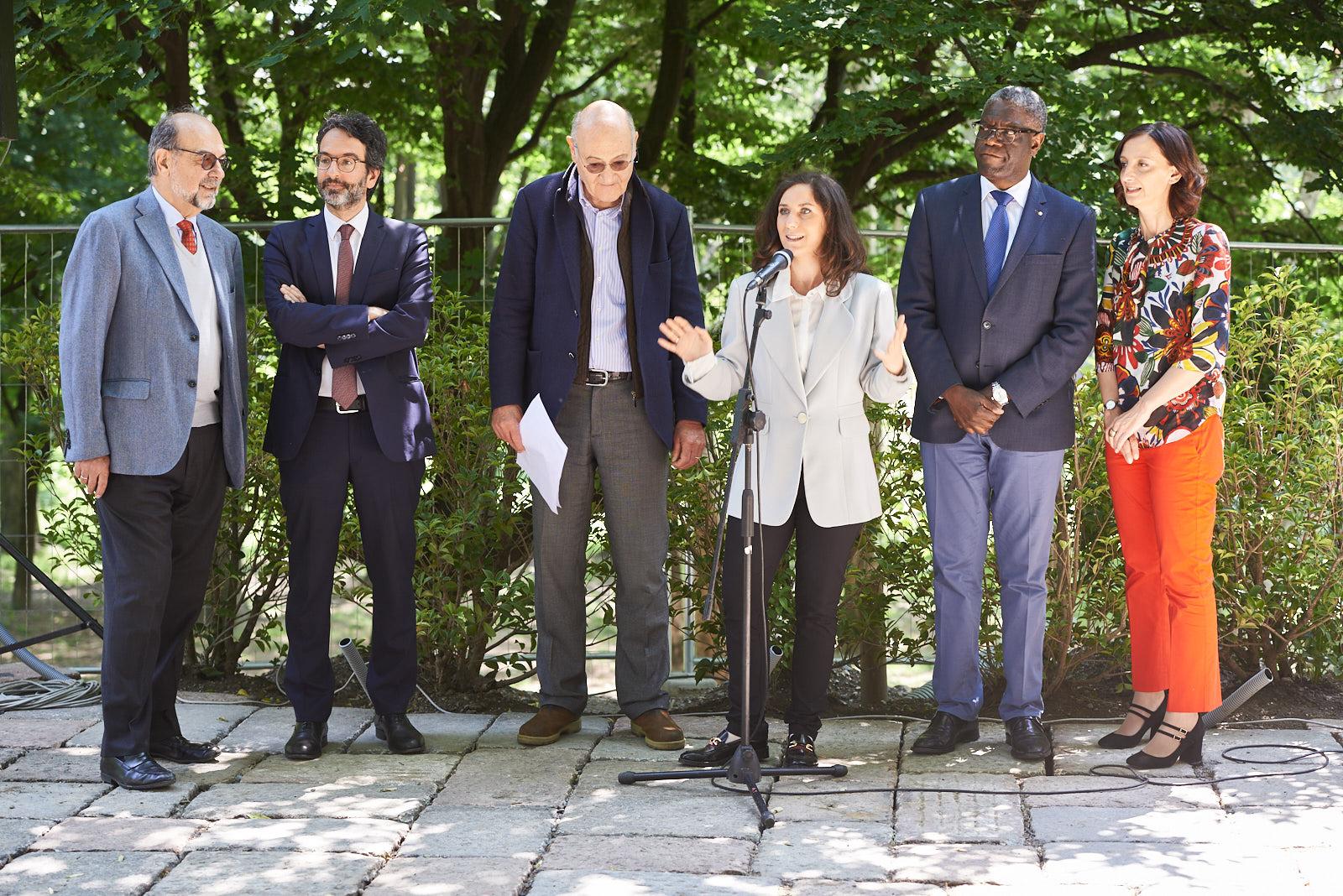 From left: Giorgio Mortara, UCEI vice-president, Lamberto Bertolé, president of the Milan municipal Council, Gabriele Nissim, Gariwo Chairman, Martina Landi, Gariwo editor in chief, Dr. Denis Mukwege and Anna Pozzi, journalist