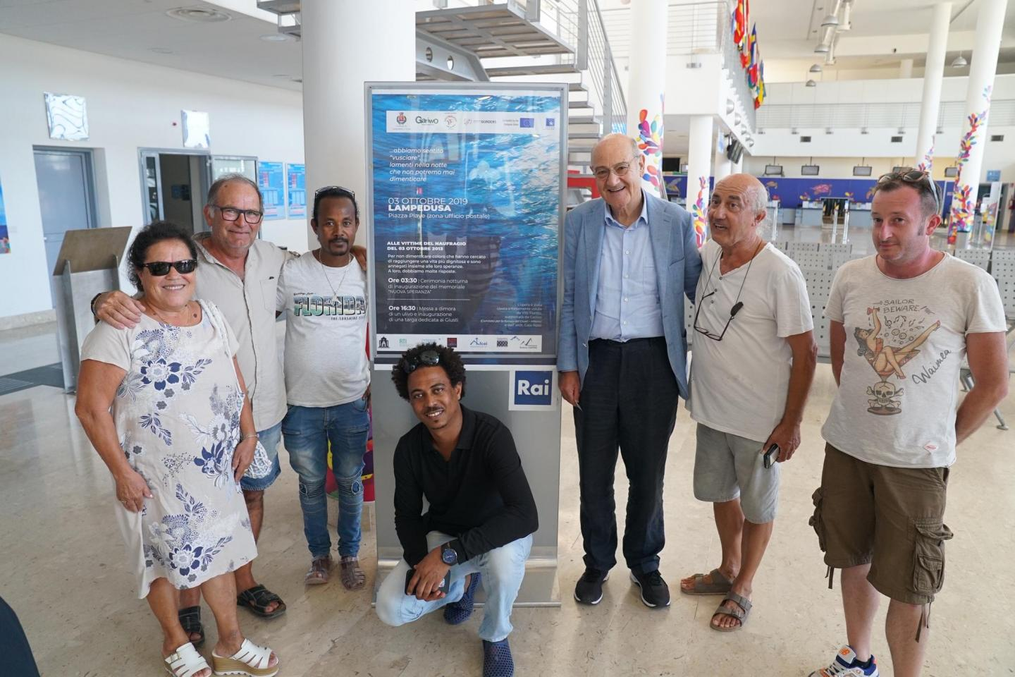 In Lampedusa to commemorate the  3 October 2013. In the photo: the Righteous Costantino Baratta and Vito Fiorino, Gabriele Nissim, president of Gariwo, and some of the boys saved from the shipwreck