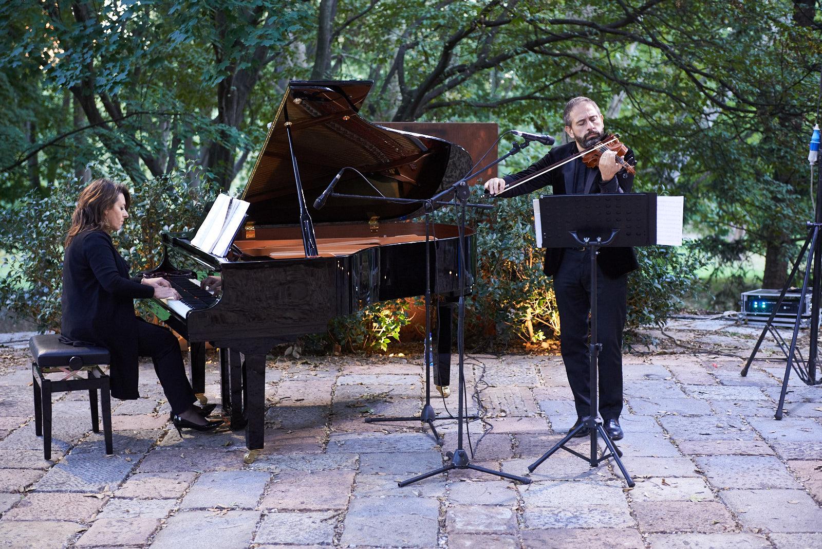 The Lazzaroni Duo. Pianist: Angela Lazzaroni. Violinist: Carlo Lazzaroni