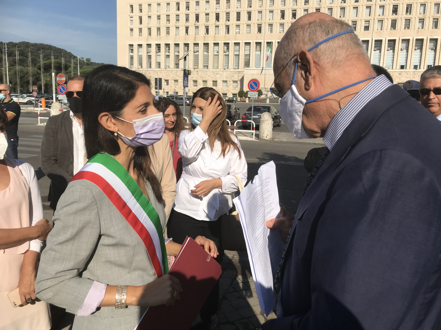 The president of Gariwo Gabriele Nissim with the Mayor of Rome Virginia Raggi