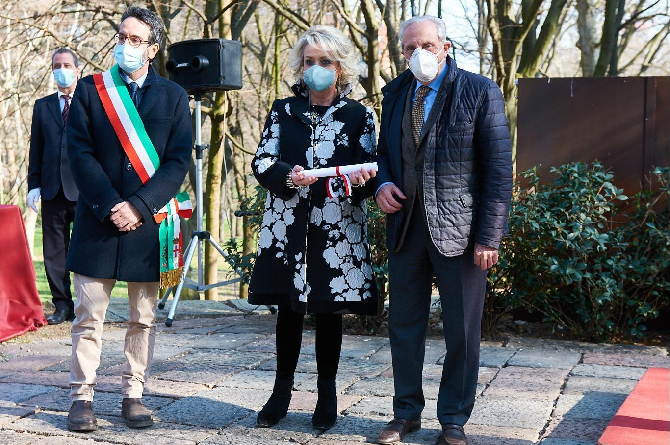 Lamberto Bertolé with Mario Iavarone and Daniela Iavarone, proponents of the Righteous candidacy of Giorgio Paglia and Cicci Vandone