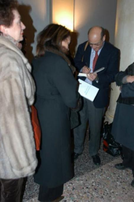 """Gabriele Nissim signs his book """"The Tribunal of Good"""""""