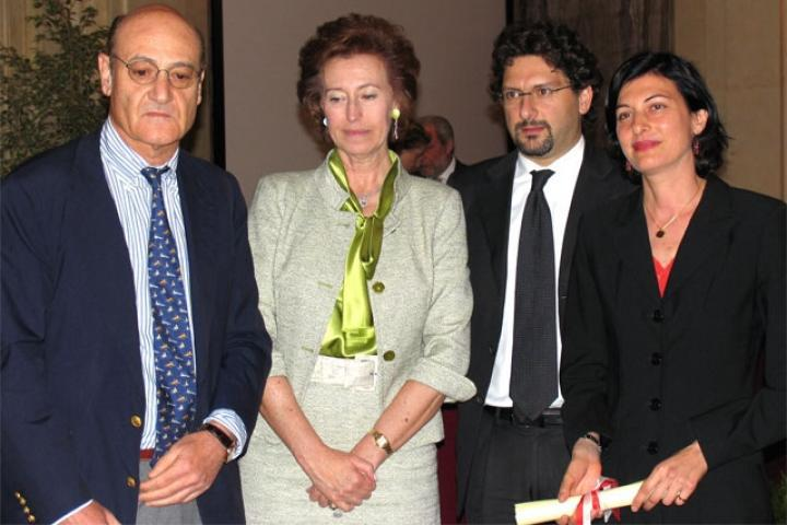 Faiza Abdul Wahab receives the award for Khaled Abdul Wahab from the Sindaco, President for the Association of the Garden of the Righteous of Milan
