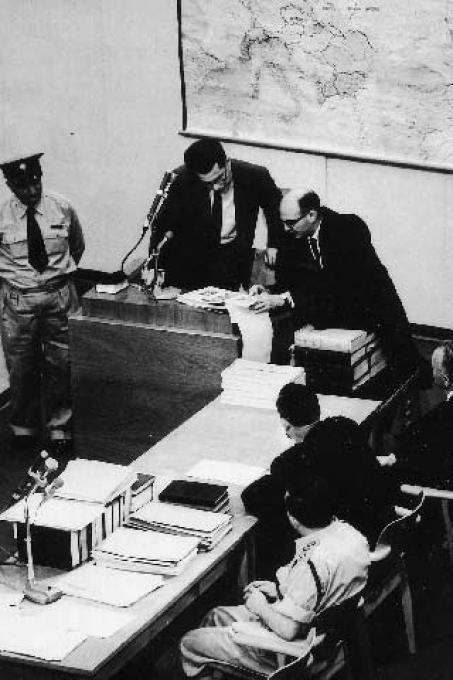 Moshe Bejski gives witness at the Eichmann process