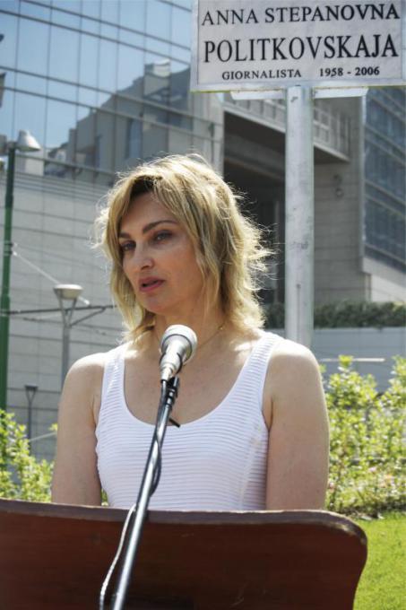 Elena Kudimova, sister of Anna