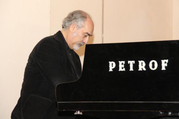 The Maestro Ligori playing piano.