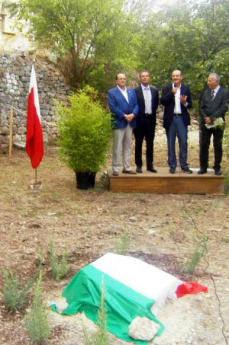 Gabriele Nissim with the authorities moments before the unveiling of the memorial stone