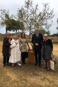 Ulianova Radice, Assunta Gallo, Honorary President of the Academy of Mediterranean Studies, Elena Pistorio, daughter of the Righteous, the Prefect of Agrigento Nicola Diomede, the journalist Maria Cecilia Sangiorgi with the plate dedicated to Pasquale Pis