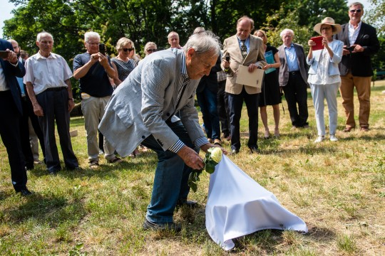 Mischa Wegner, Armin Wegner's son, discovers the stone dedicated to his father