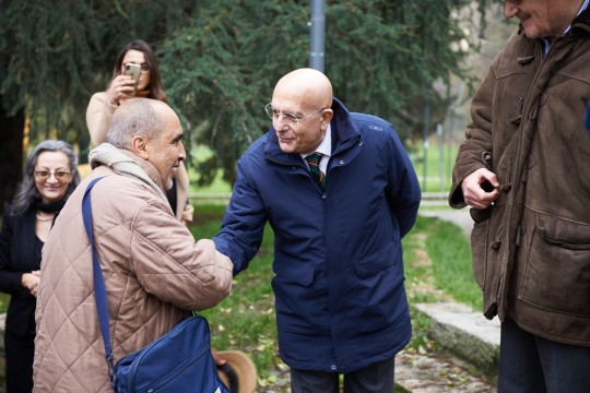 Gabriele Albertini, former mayor of Milan, supporter, in 2003, of the creation of the Milan Garden, with Mohamed Naceur ben Abdesslem, Righteous honoured at the Garden of Milan