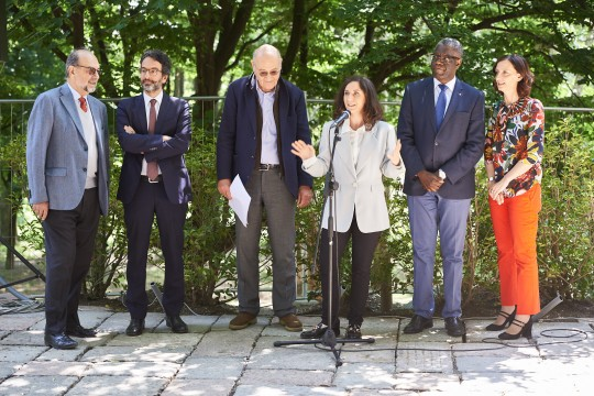 From left: Giorgio Mortara, UCEI vice-president, Lamberto Bertolé, president of the Milan municipal Council, Gabriele Nissim, Gariwo Chairman, Martina Landi, Gariwo editor in chief, Dr. Denis Mukwege and Anna Pozzi, journalist