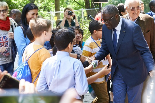 Dr. Mukwege with the students